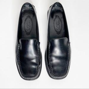 Tods Black Leather Driving Loafer Flat Size 7